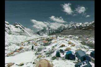 Escalada pelo Everest entra na reta final - Aventureiros encaram montanhas e muito gelo no Nepal.