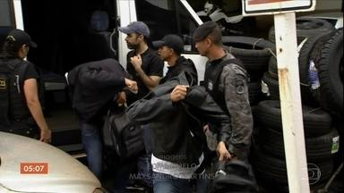 Operação do MP e corregedoria da PM prende 20 PMs em Mato Grosso do Sul - Eles são suspeitos de receber propina para facilitar o contrabando de cigarros do Paraguai.