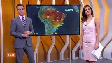 Previsão é de chuva na região Nordeste do país nesta quinta-feira (17) - Chuva mais volumosa está prevista para o leste da região Nordeste, entre o litoral da Bahia e o da Paraíba. Confira como fica o tempo na sua região.