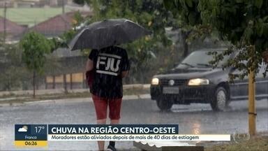 Chuva chega na região de Bauru - Chuva chegou depois de mais de 40 dias de estiagem na região centro-oeste. A umidade em alguns municípios chegou a 17%.