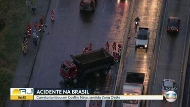 Carreta tomba em Coelho Neto - Acidente foi na Avenida Brasil.