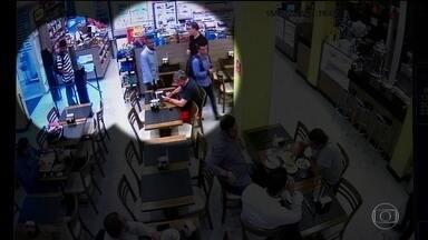 Homem morre baleado durante assalto à padaria em São Paulo - As câmeras de segurança da padaria registraram toda a ação dos bandidos. O crime foi nesta quarta-feira (16).