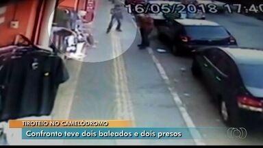 Vídeo mostra duas pessoas sendo baleadas no Camelódromo de Campinas, em Goiânia - Segundo PM, dois homens foram presos suspeitos do crime.