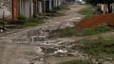 Alagamento provocado pela chuva continua prejudicando moradores do Rio Largo - Problema tem causado transtornos a comunidade do Loteamento Santa Tereza.
