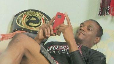 Lutador-garçom do Piauí busca o sonho de conquistar cinturão do MMA em MG - Lutador-garçom do Piauí busca o sonho de conquistar cinturão do MMA em MG