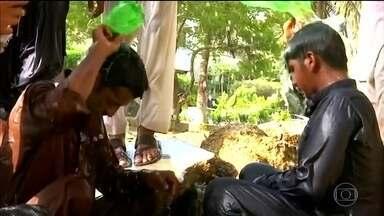 Onda de calor no Paquistão mata 65 pessoas - As mortes foram registradas nos últimos três dias. Onda de calor coindiciu com pane no sistema de fornecimento de energia elétrica.