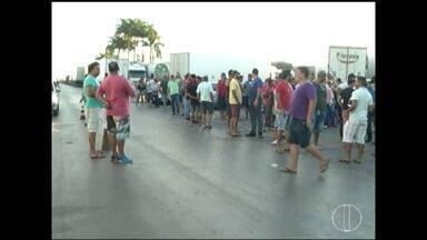 Caminhoneiros em protesto no Norte de Minas recebem apoio - Alguns postos de combustíveis ofereceram alimentação aos manifestantes.