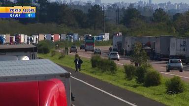 Caminhoneiros voltam a protestar em rodovias contra alta do diesel - Assista ao vídeo.