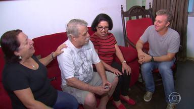 Luciano Huck entrega casa nova para Dona Ivanir - Moradora de Cabo Frio no Rio de Janeiro, se emociona com a surpresa