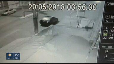 Bandidos assaltam lojas no Riacho Fundo durante madrugada - Criminosos aproveitam quando período recebe policiamento menor para agir.