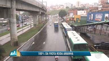 Greve de caminhoneiros causa redução dos ônibus e filas em auto postos da capital baiana - Salvador teve uma segunda-feira (28) atípica por causa do bloqueio nas estradas.