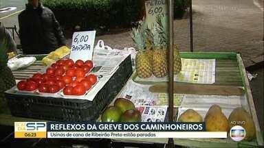 Desabastecimento nos mercados e indústrias paradas em Ribeirão Preto. - Feiras e supermercados já sofrem com a falta de frutas, verduras e legumes.
