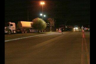Combustível chega escoltado em Santa Rosa - Caminhões carregados abastecem os postos da região.