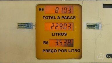 Postos de SP já vendem diesel com redução de R$ 0,46 - Na madrugada desta sexta (1º), um posto da Marginal Pinheiros recebeu o combustível, que saiu da distribuidora mais barato. O plano é que, no Brasil inteiro, a redução seja praticada nas bombas.