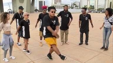 Dança em Brasília dá ritmo à cidade que nunca fica parada - O que seria de Brasília sem sua arquitetura, sem sua música, sem sua dança. Até os monumentos parecem dançar. Na capital onde ninguém fica parado, a dança é a expressão de quem somos sem usar uma só palavra.