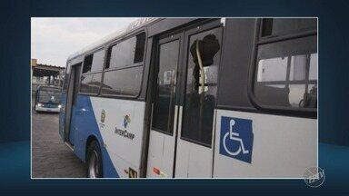 Três ônibus são apedrejados e outro tem assento queimado por passageiros, em Campinas - Segundo o SetCamp, ao todo 12 veículos do transporte público municipal foram atacados desde o dia 28 de maio.
