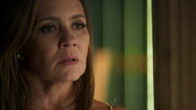 Laureta descobre que seu cliente misterioso é Roberval - Karola pede ajuda à cafetina para impedir que Beto reencontre Luzia