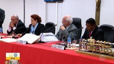 Sessão ordinária é marcada por protestos e entrega de relatório - Documento é referente à comissão formada para avaliar transporte coletivo prudentino.