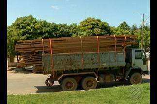 Um carregamento de madeira ilegal foi apreendido ontem em Paraupebas - De acordo com a polícia civil, o caminhão transportava aproximadamente 15 metros cúbicos de castanheira.