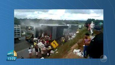 Carga de papel higiênico é saqueada enquanto carreta pega fogo no sudoeste do estado - Caso ocorreu na BR-116, perto do município de Planalto.