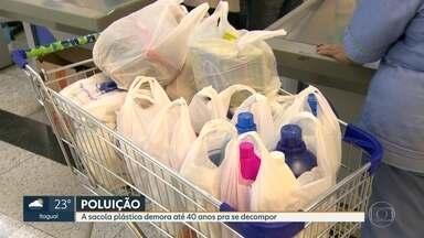 """No dia mundial do Meio Ambiente o tema é: Acabe com a poluição dos Plásticos"""" - As sacolas plásticas do mercado demoram até 40 anos pra se decompor. A Alerj aprovou um projeto de lei pra acabar com elas. Mas pra que isso vire lei, falta a decisão do goivernador"""