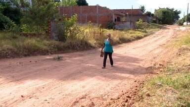 Moradores enfrentam transtornos com falta de pavimentação asfáltica - Prefeitura de Álvares Machado informou que não tem recursos para resolver o problema no Jardim Bela Vista.