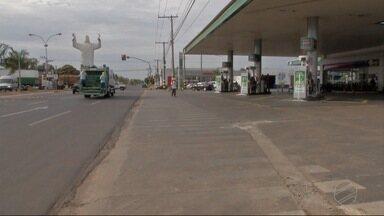 Após greve, escolas municipais voltam ao normal em Dourados - O desconto do óleo diesel começa a aparecer nas bombas.