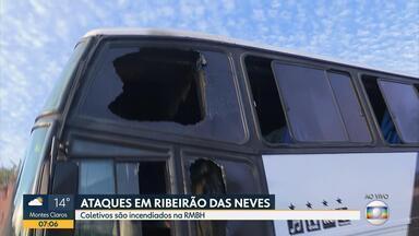 Polícia encontra carta atribuída a facção em ônibus atacado na Grande BH - Novos veículos foram incendiados na Região Metropolitana da capital.