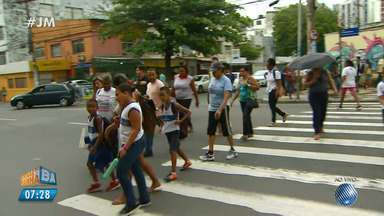 Veja imagens do trânsito no Rio Vermelho - Confira no Radar do JM.