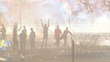 Quatro palestinos morrrem e mais de 600 são feridos em confronto com tropas israelenses - Tropas usaram balas de verdade e gás lacrimogêneo