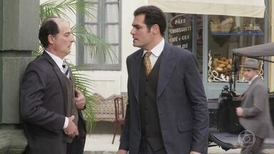 Darcy exige que o falso detetive o leve até Lorde Williamson - O impostor aceita levá-lo até o hotel em que o pai do empresário estaria hospedado