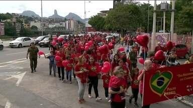 Caminhada chama atenção para diagnóstico de doenças do coração, em Cachoeiro - Uma a cada 100 crianças nasce com cardiopatia.