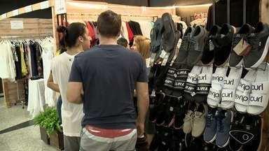 Em tempo de crise, lojistas se juntam para fazer bazar com preços promocionais, no ES - Bazar aconteceu em Vila Velha e terminou neste sábado (9).