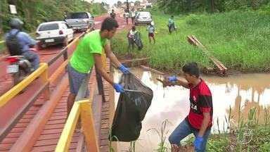Romaria das Águas reúne voluntários em ação de limpeza no igarapé do Urumari - A Romaria das Águas alerta população para a importância de proteger o meio ambiente