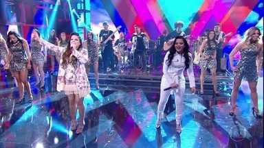 Maiara e Maraisa cantam 'Sorte Que Cê Beija Bem' no palco do 'Domingão' - Plateia acompanha na palma da mão