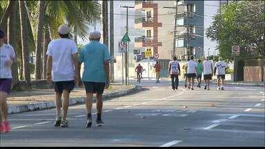 Mudança no trânsito da orla agrada a quem faz caminhada todas as manhãs - Depois que duas mulheres foram atropeladas, estacionar lá na área ficou ainda mais restrito.