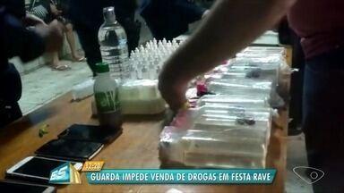 Três pessoas são detidas com grande quantidade de droga em mochila, em festa em Vila Velha - Foram apreendidos mais de 400 frascos de 'loló', 75 comprimidos de ecstasy e quatro papelotes de cocaína, na madrugada deste domingo (10).