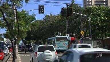 Semáforos de Fortaleza ficam desligados após furto de cabos no Bairro de Fátima - Confira mais notícias em g1.globo.com/ce