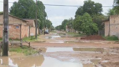 Falta de asfalto, buracos e lama revoltam moradores de Boa Vista - População afirma que problema ficou ainda pior após obras terem sido iniciadas no local, mas nunca foram concluídas.