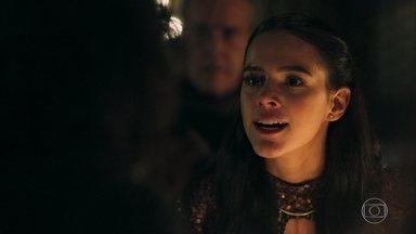 Catarina está inconformada com Afonso - O rei não quer coroá-la rainha enquanto o Rei Augusto não aparecer