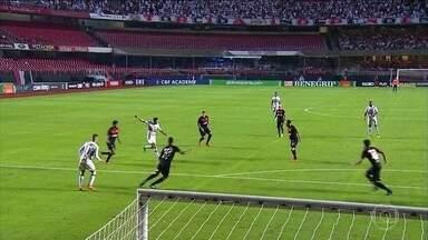 São Paulo vence Vitória com dois gols de Nenê - São Paulo vence Vitória com dois gols de Nenê