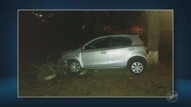 Estudante tem carro roubado na noite de terça-feira, em Campinas - O caso terminou em perseguição e acidente. Até o momento, um dos suspeitos não foi encontrado.
