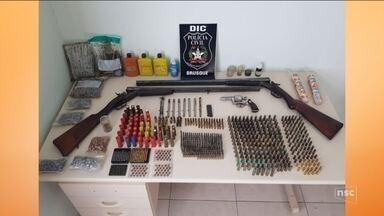 Operação da Polícia Civil prende suspeitos de vender drogas próximo de escolas em SC - Operação da Polícia Civil prende suspeitos de vender drogas próximo de escolas em SC