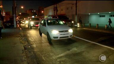 Taxistas reclamam de multas aplicadas por transitar em corredores de ônibus - Taxistas reclamam de multas aplicadas por transitar em corredores de ônibus
