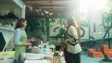 Gabriela e Rosália conversam sobre a saúde de Pérola - A mãe de Maria Alice revela que vai tentar falar com Isadora
