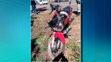 Motociclista morre após ser atingido por caminhonete na BR-153 - Motociclista morre após ser atingido por caminhonete na BR-153