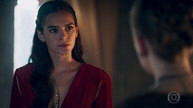 Catarina pensa em destruir a mina de Montemor - Ela diz a Lucíola que a única forma de evitar que Afonso se case com Amália é tirar a fonte de renda do reino