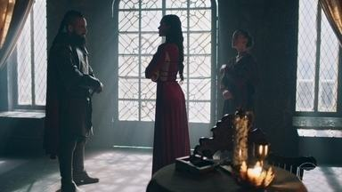 Catarina manda Delano comprar explosivos para sabotar a mina - Ela também orienta Lucíola a espalhar a informação de que os demais reis da Cália gostariam de ver Afonso e Catarina casados