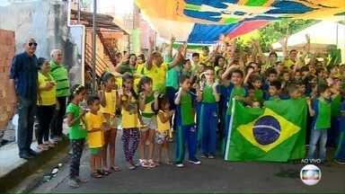 Rua de Manaus prepara decoração especial para a Copa do Mundo - A rua 24 de Agosto já ficou conhecida como a 'Rua da Copa' na capital Amazônica