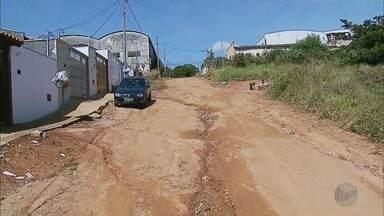 De Olho Na Rua: bairro de Passos segue sem asfalto e com problemas - De Olho Na Rua: bairro de Passos segue sem asfalto e com problemas